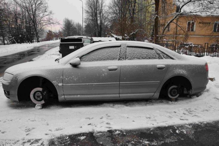 A sofőrök rémálmát élte át az Audi A8-as tulajdonosa, mikor meglátta a verdáját