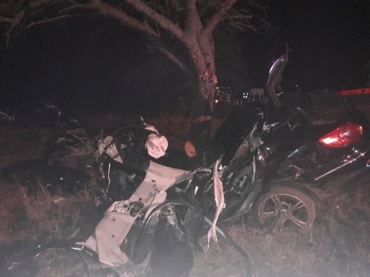 BORZALMAS BALESET: Szinte semmi nem maradt az autóból, két huszonéves fiatal vesztette életét