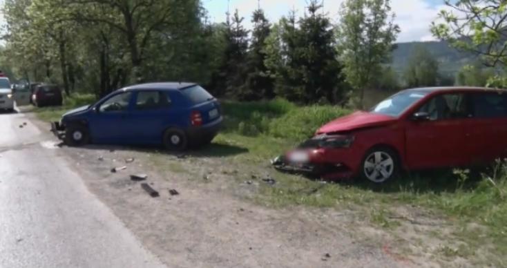 Előzés miatt két kocsit is bezúzott a sofőr