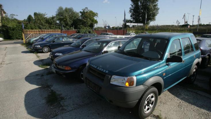 Egyre feljebb kúszik az új és a használt autók ára – a szakértők nem sok jóval kecsegtetnek
