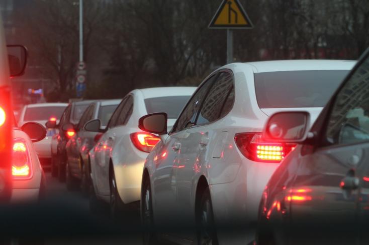 A bajor kormányfő Németországban is betiltaná 15 éven belül a benzin- és dízelmotoros autók regisztrálását!