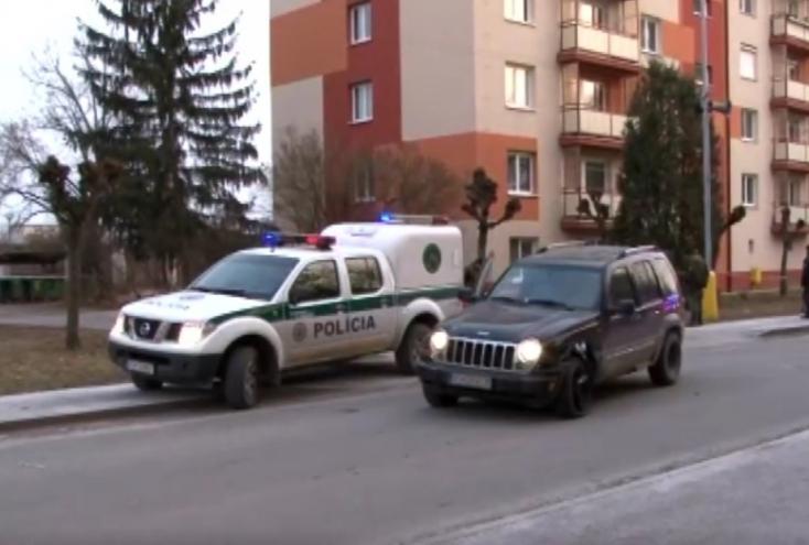 AUTÓS ÜLDÖZÉS: Egy rendőrkocsit is összetört a menekült terepjáró, lövések állították meg!