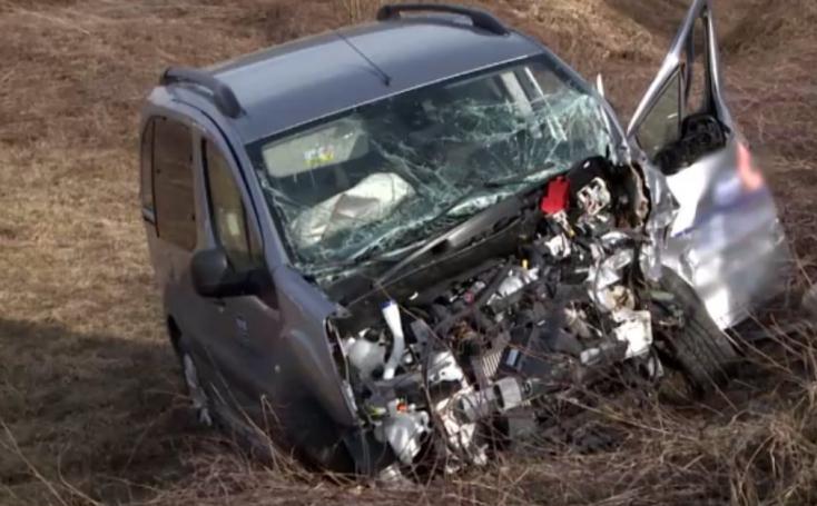 Súlyos baleset: három autó ütközött, a vétkes sofőr elaludhatott vezetés közben
