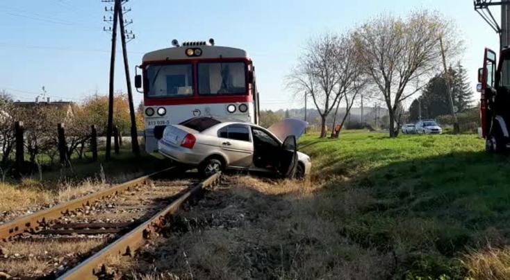 Vonattal ütközött egy Hyundai az átjáróban, az autó sofőrje meghalt