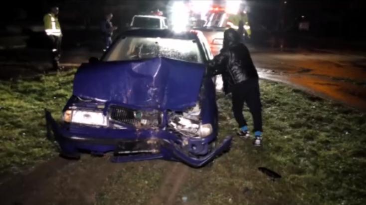 Lopott autóval, jogosítvány nélkül, részegen karambolozott a fiatal sofőr