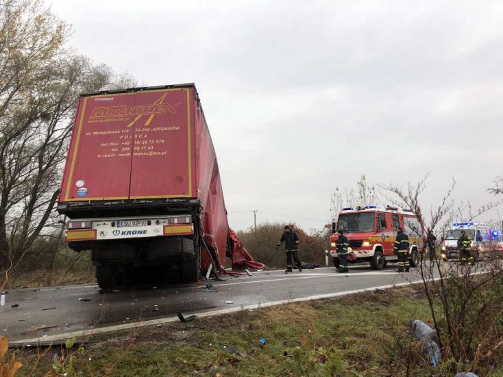Súlyos baleset a medvei hídnál: két furgon és egy kamion ütközött, életét vesztette egy hegyétei fiatalember!