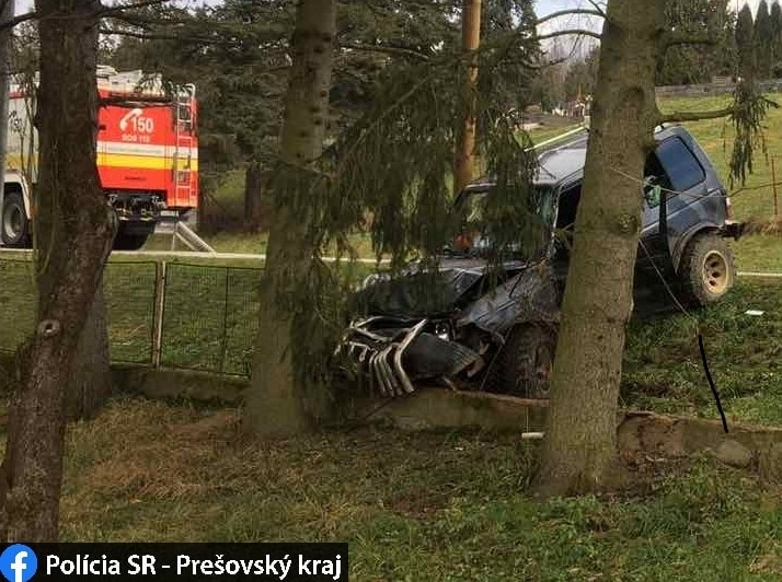TRAGIKUS BALESET: Fának hajtott egy terepjáró, szörnyethalt a sofőr