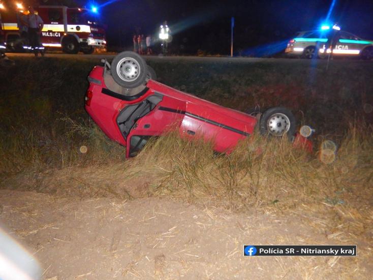 BALESET: Tetejére borult kocsijával a részeg fiatal, majd lelécelt