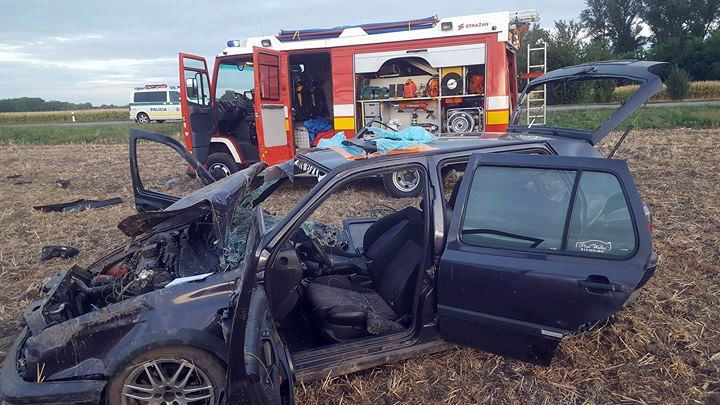 SÚLYOS BALESET: Két fiatal férfi forgott fel egy VW Golffal Csilizpatasnál