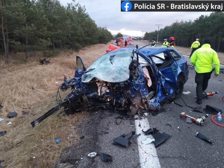 FRONTÁLIS ÜTKÖZÉS: Mindkét sofőr szörnyethalt!