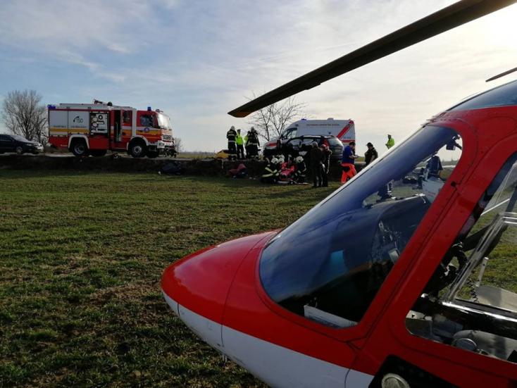SÚLYOS BALESET: Mentőhelikopterre is szükség volt a frontális karambolnál