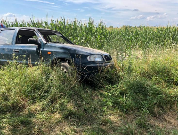 BALESET: A kukoricásban kötött ki egy autó Egyházkarcsánál, rosszullét okozott balesetet ismét Dunaszerdahelyen