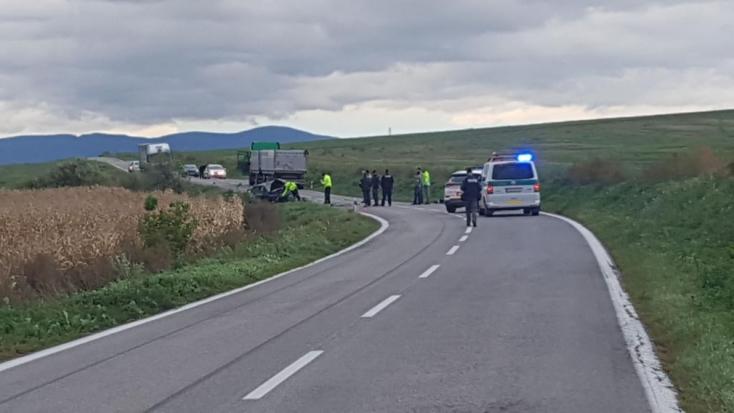 TRAGIKUS BALESET: Két halottja van a frontális ütközésnek!