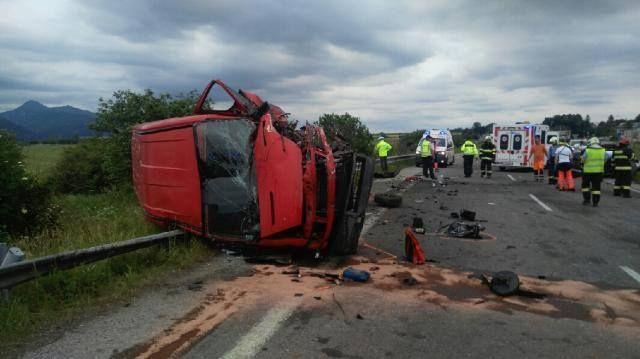 Személyautó és furgon ütközött - egy ember meghalt, hárman súlyosan megsérültek