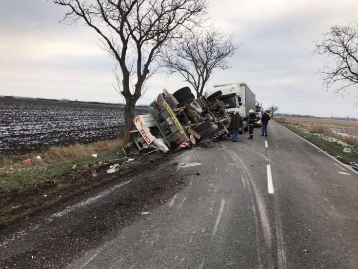 Csoda, hogy a Felsőszeli és Taksony közt történt reggeli balesetet megúszta mindenki