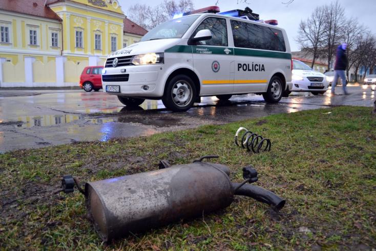 BALESET: Két kocsi karambolozott a Sárga kastélynál - FOTÓKKAL