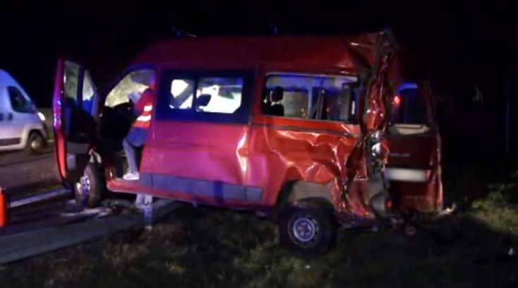 Hatalmas balesetet okozott a sofőr, aki állítólag nem is vezette az autót