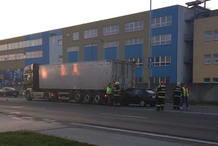 BALESET: Felicia rohant bele egy kamionba Dunaszerdahelyen
