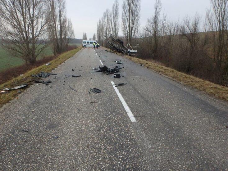 SÚLYOS BALESET: Négy sérültje volt a reggeli balesetnek Bodaknál
