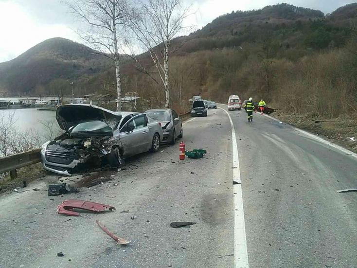 Négy kocsi karambolozott – egy sérült!