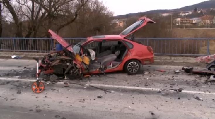 BALESET: Frontálisan ütközött a Toyota és az Octavia a hídon