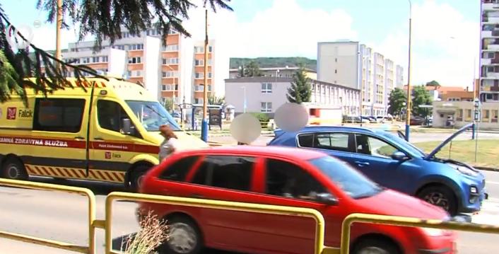 Hátulról rohant bele egyik autó a másikba, négyéves kislányt kellett kórházba szállítani