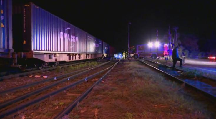 Két személyautóval ütközött a vonat a pozsonypüspöki vasúti átjárón