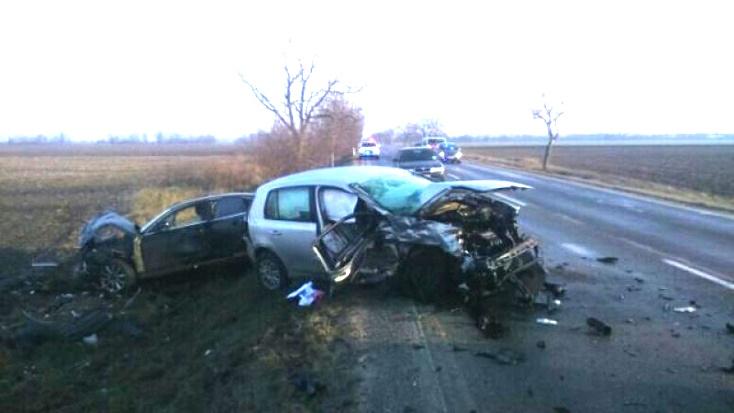 Halálos baleset Csallóközcsütörtöknél – három autó ütközött