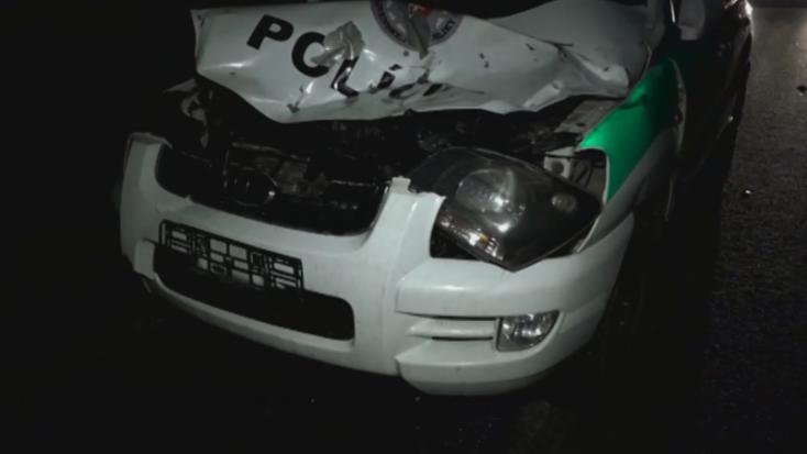 BALESET: Szarvassal ütközött a rendőrautó
