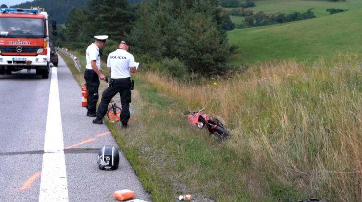 Súlyos baleset: Őzzel ütközött a motoros – utóbbi métereket csúszott az úton