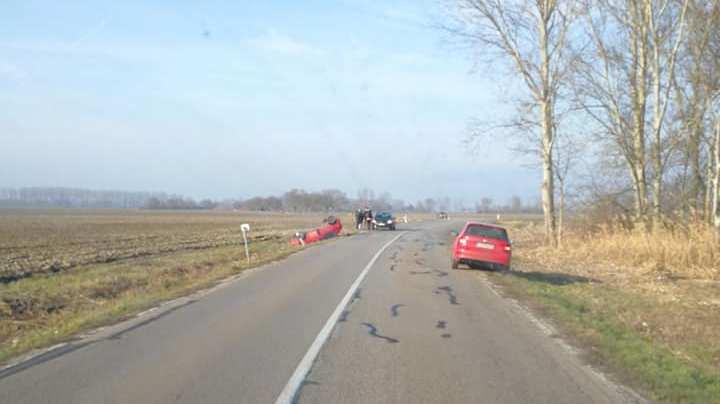BALESET: Tetejére borult egy személykocsi Bős és Nyárad között!