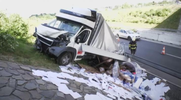 Más autóst figyelt a fiatal sofőr, súlyos baleset lett a vége