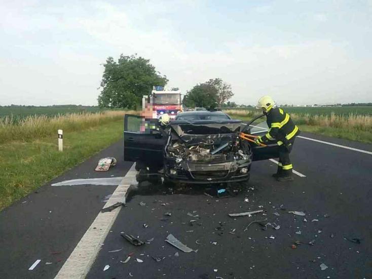 BALESET: Két személykocsi karambolozott a 63-ason