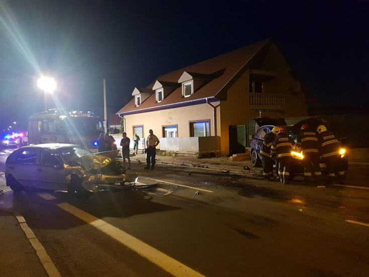 BALESET: Frontális ütközés, két sérült a dunaszerdahelyi Bősi úton