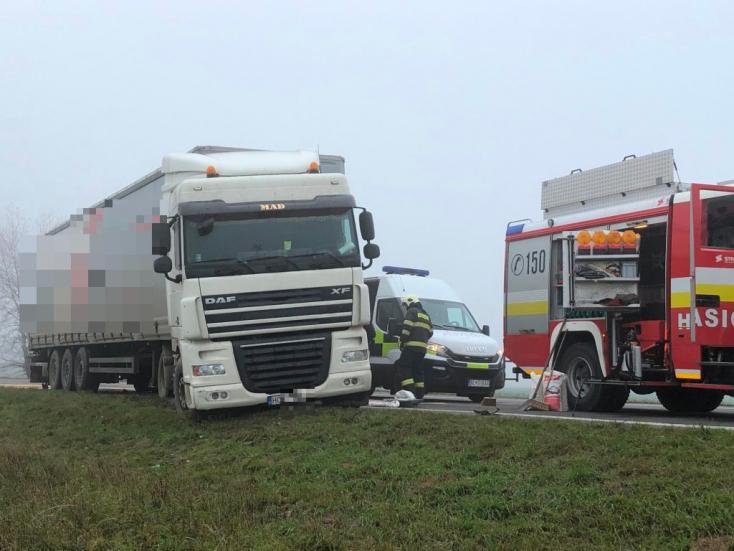 BALESET: Egy kamion és egy Toyota karambolozott a 63-ason Dunaszerdahely mellett