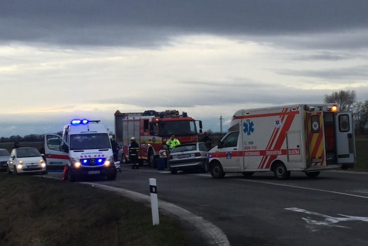 SÚLYOS BALESET: Porsche terepjáró és egy Opel ütközött Dunaszerdahely és Hegyéte között