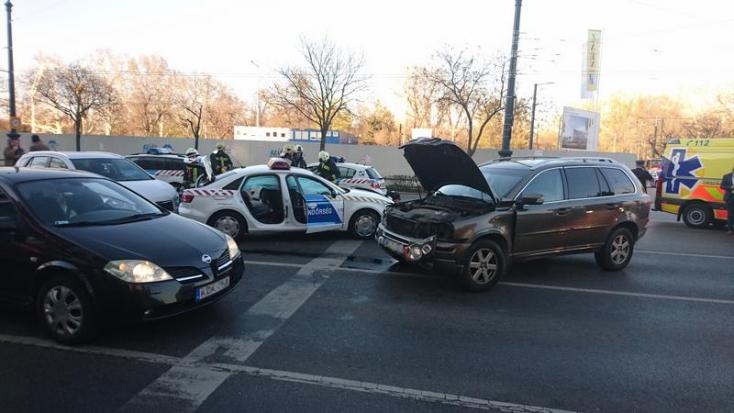 Lovasi András elismerte, ő okozta a balesetet, mely során két rendőr megsérült