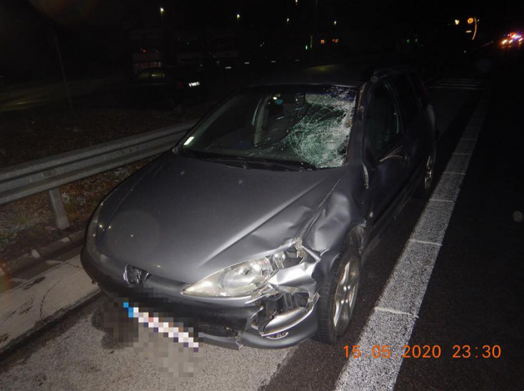 BORZALOM: Két ember végezte egy kocsi kerekei alatt az R1-esen!
