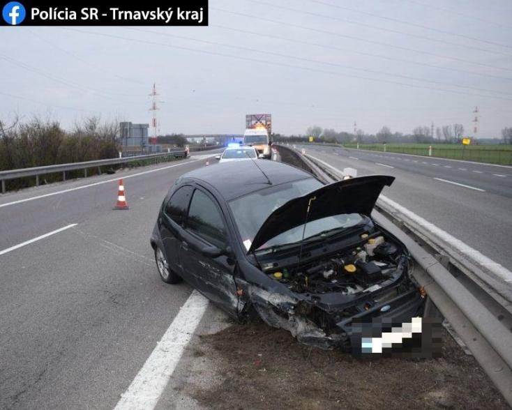 Széttört egy kocsit az R1-esen, majd berezelt és lelécelt