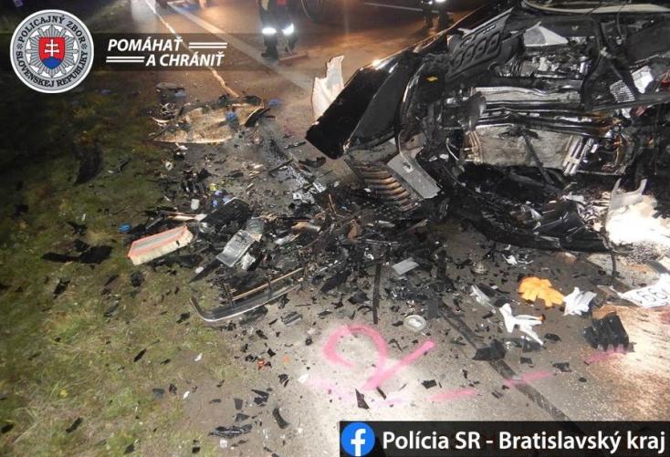 FRONTÁLIS KARAMBOL: Két Škoda ütközött, négyen súlyosan megsérültek – az egyik sofőr vélhetően díler