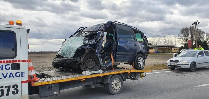 TRAGIKUS BALESET: Kamionnal ütközött, meghalt a Seat sofőrje Tanynál!