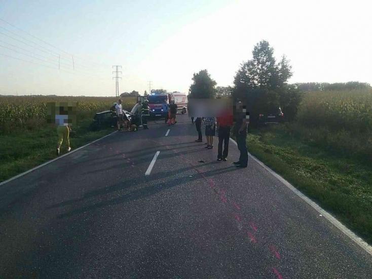 SÚLYOS BALESET: Két személykocsi karambolozott, 4 sérült Dunatőkésnél!