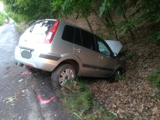 TRAGIKUS BALESET: Árokba hajtott kocsijával, meghalt a 72 éves sofőr