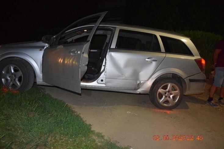 Részegen ésjogsi nélkül menekült a zsaruk elől, egészen addig, amíg bele nem rohant a rendőrök kocsijába