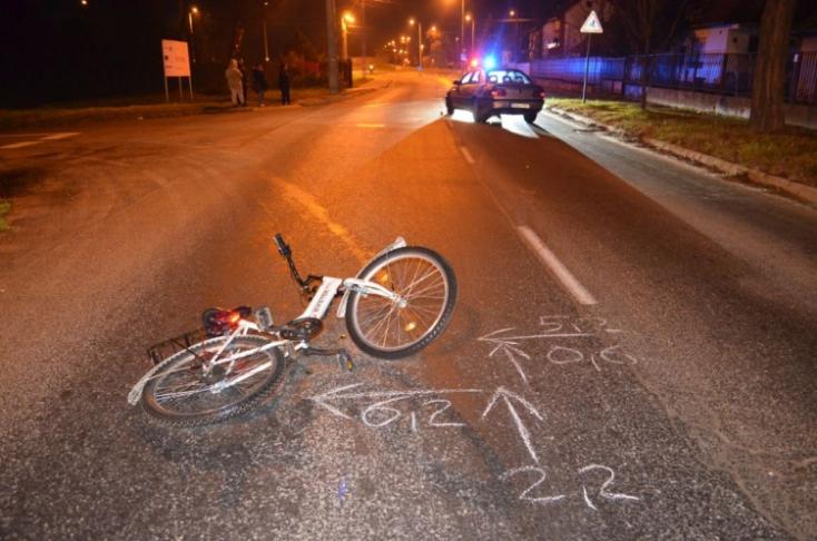 Rendőrök mentették meg egy elgázolt kislány életét, kézzel emelték le róla az autót!