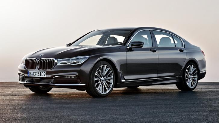 Néhány helyen már kapható a négyhengeres 7-es BMW