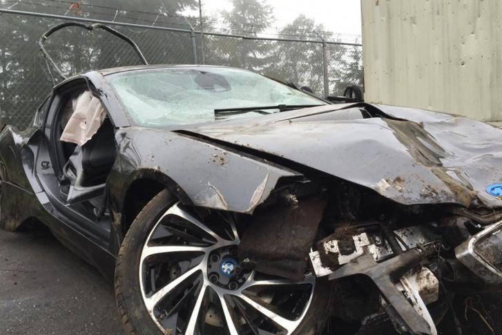 Ripityára törte az i8-as BMW-t a tinédzser