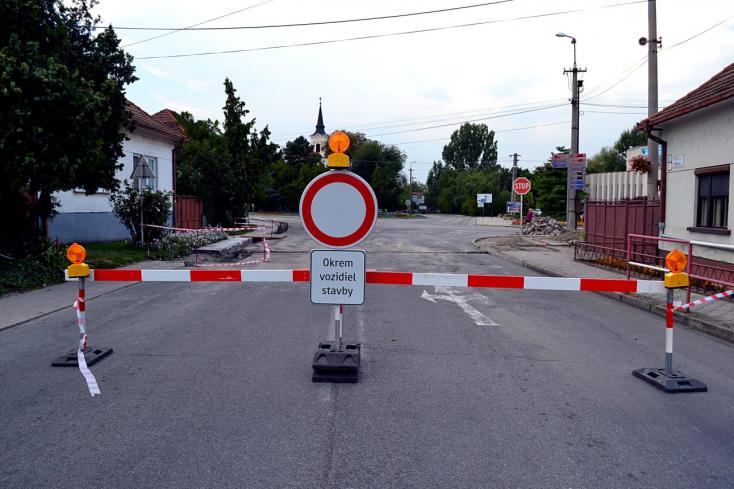 Két hónapra fejre áll a közlekedés Bősön is