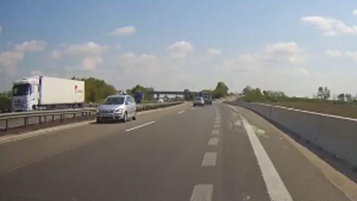 Forgalommal szemben hajtott a 83 éves sofőr