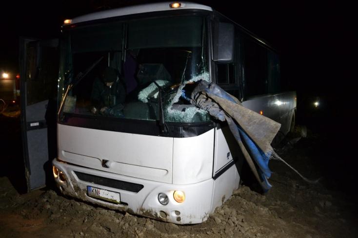 Megvan a sofőr, akinek a teherautójáról lehulló vascső átszúrta a buszsofőr testét